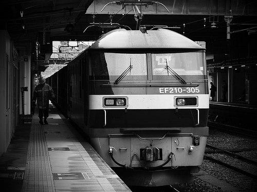 EF210-305